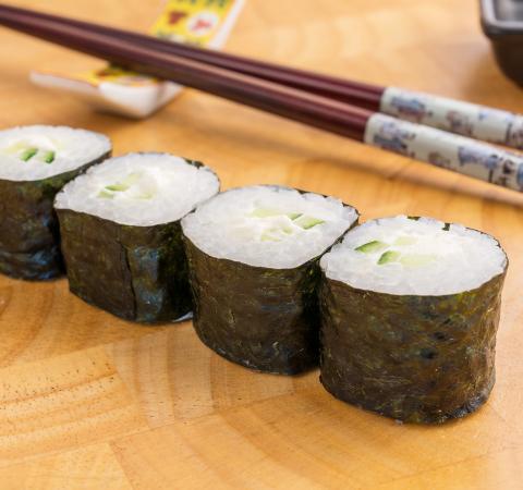 Суши Хосомаки краставици и филаделфия